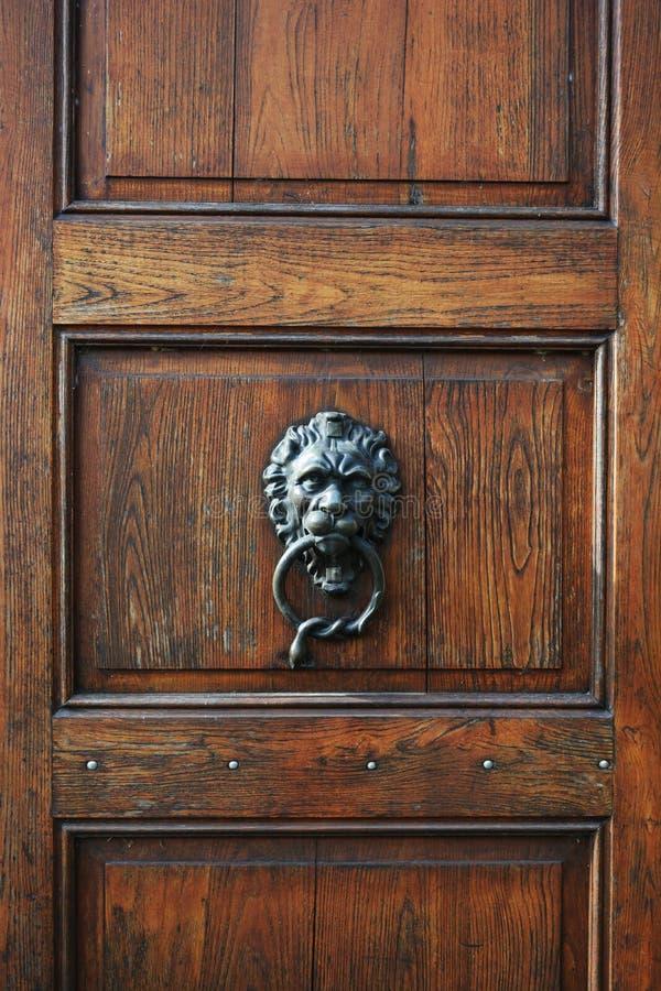 Деревянная винтажная дверь Брайна стоковая фотография