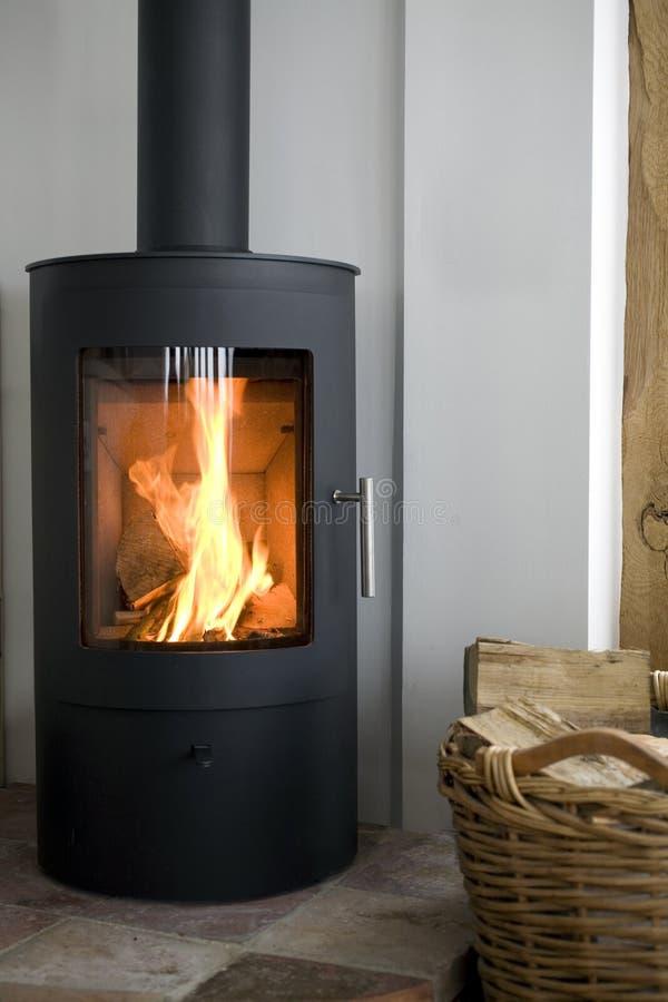 Деревянная горящая печка стоковая фотография rf