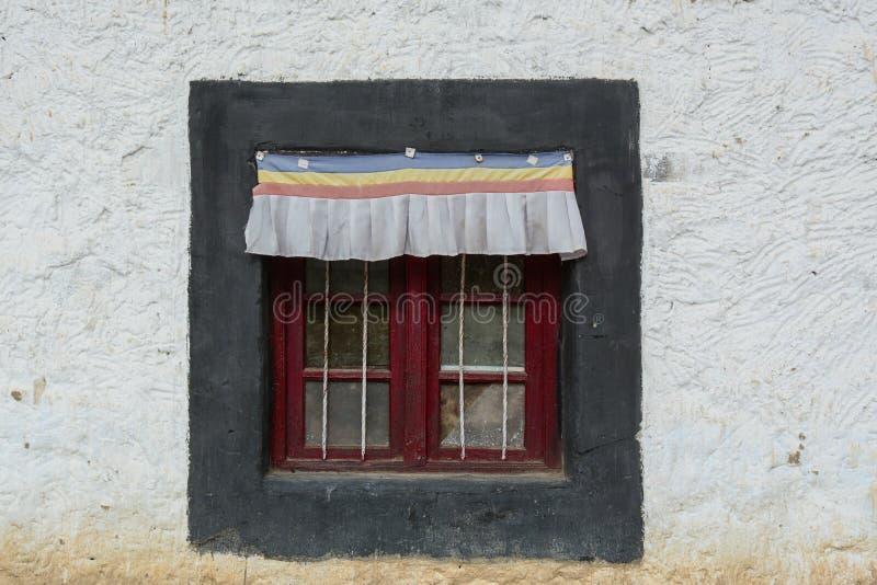 Деревянная дверь древнего храма стоковое фото rf