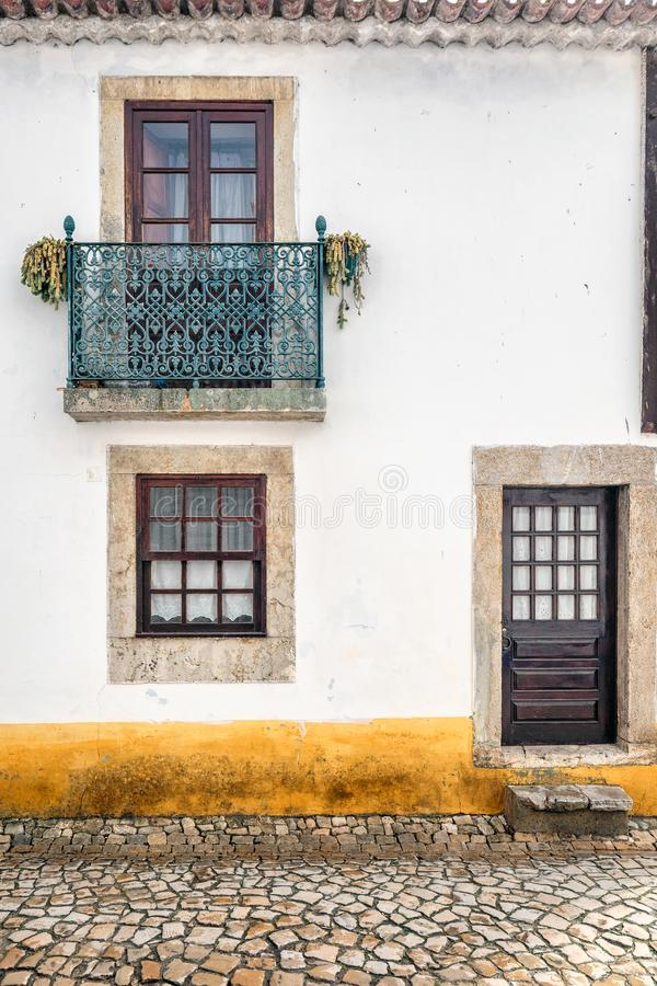 Деревянная дверь Португалия стоковые фото