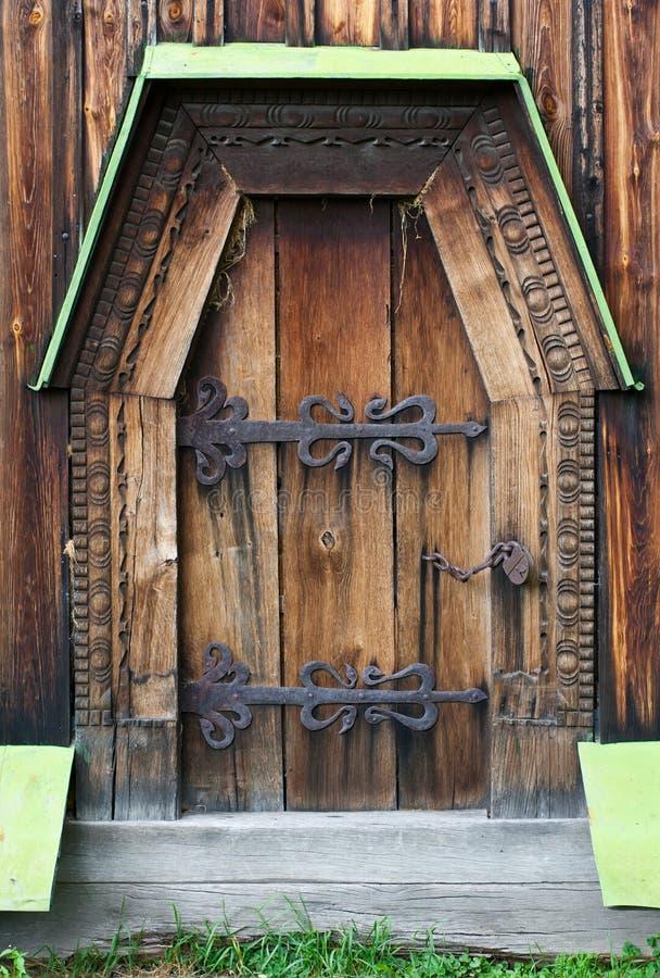 Деревянная дверь стоковые фотографии rf