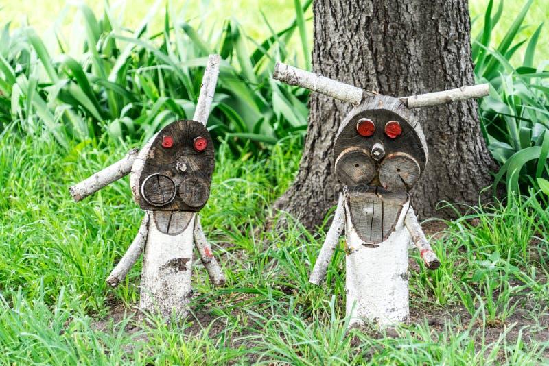 Деревянная диаграмма зайца ужасного Злые кролики ждут их добычу стоковая фотография