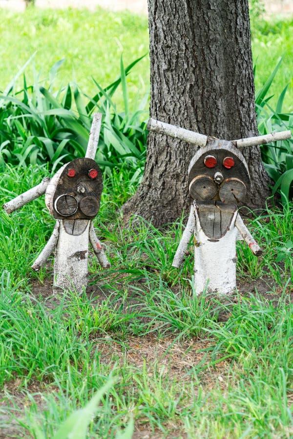 Деревянная диаграмма зайца ужасного Злые кролики ждут их добычу стоковое изображение