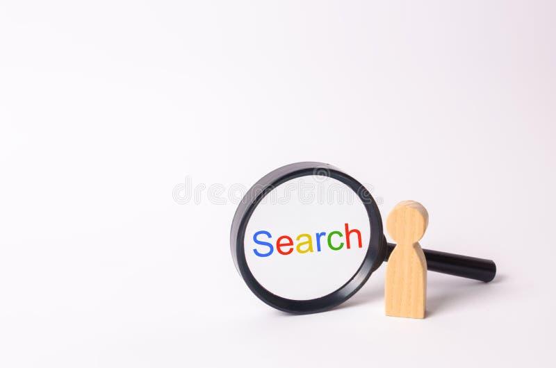 Деревянная диаграмма стойки персоны около лупы Семья ищет что-то Поисковая служба Находка на интерне стоковая фотография