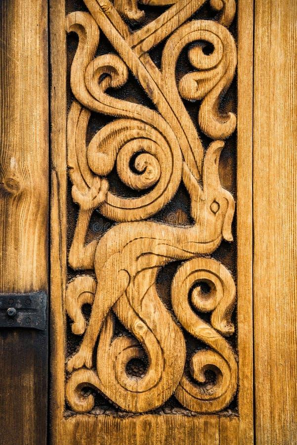 Деревянная деталь средневековой норвежской церков в Heddal стоковое изображение rf