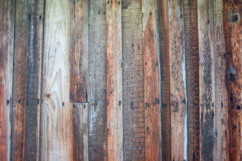 Деревянная загородка сделанная от старых доск стоковые фотографии rf