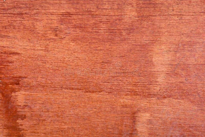 Деревянная запятнанная доска r стоковые изображения