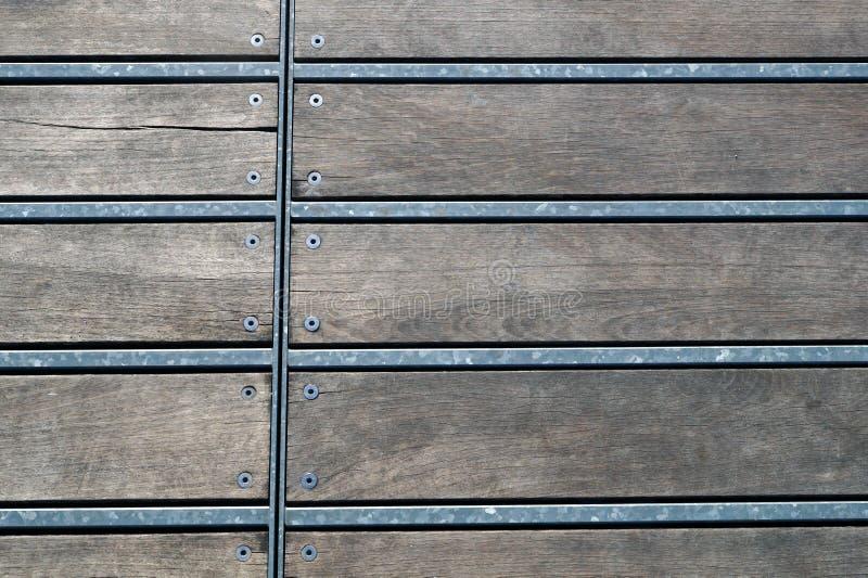 Деревянная картина herringbone пола партера стоковая фотография