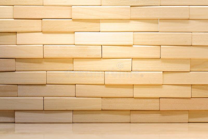 Деревянная кирпичная стена сделанная из деревянных блоков стоковое изображение rf