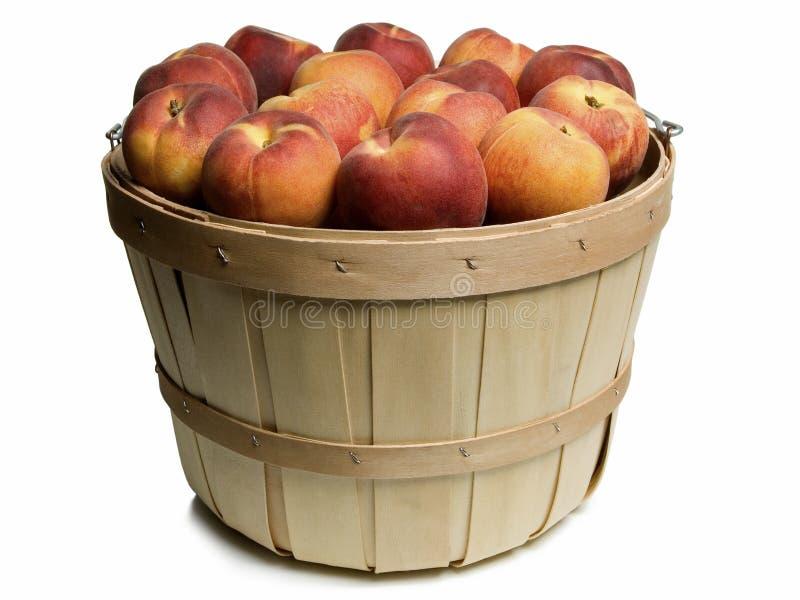 Деревянная корзина с персиками стоковое фото rf