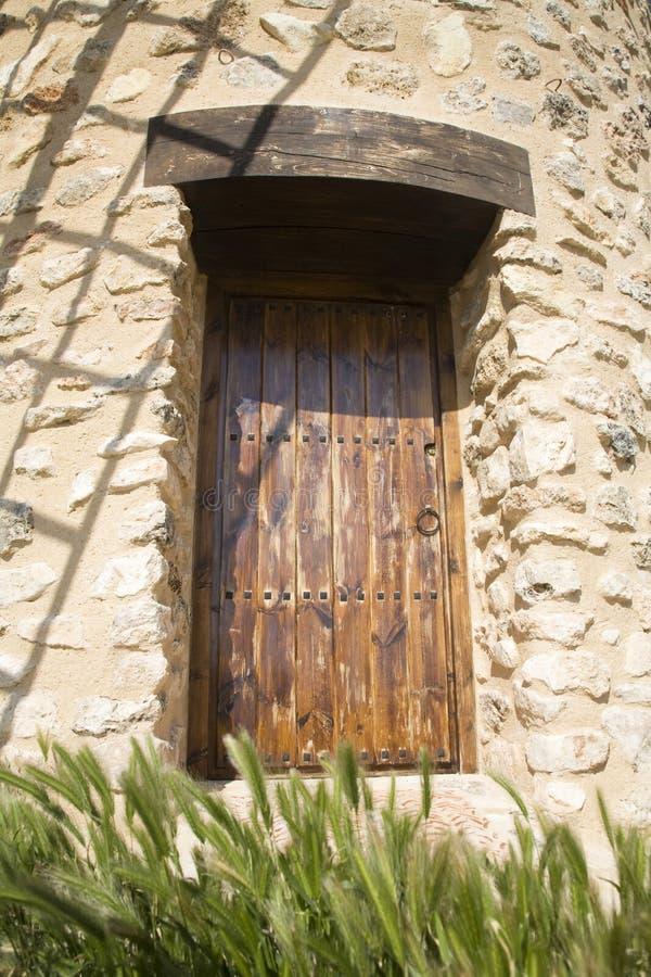 Деревянная коричневая дверь стоковое фото rf