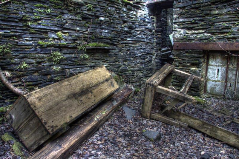 Деревянная коробка и старая таблица стоковые изображения rf
