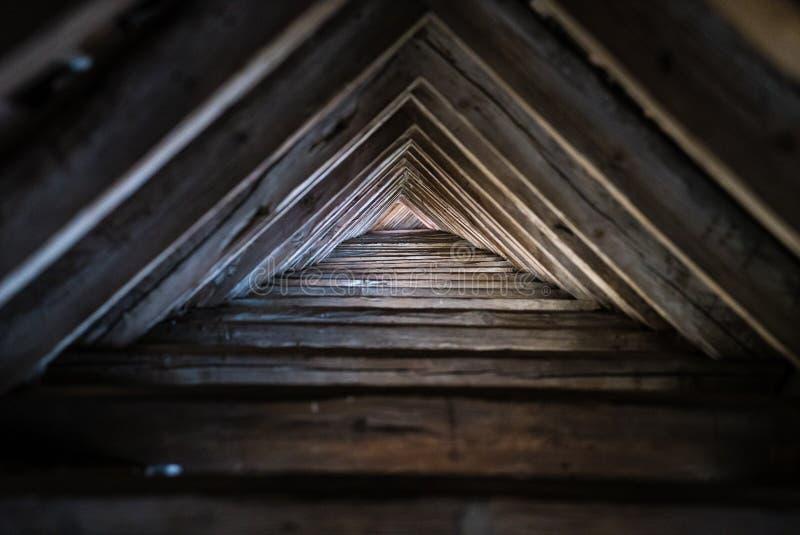 Деревянная крыша треугольника стоковые изображения