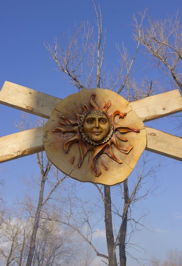 Деревянная маска Солнца стоковое фото