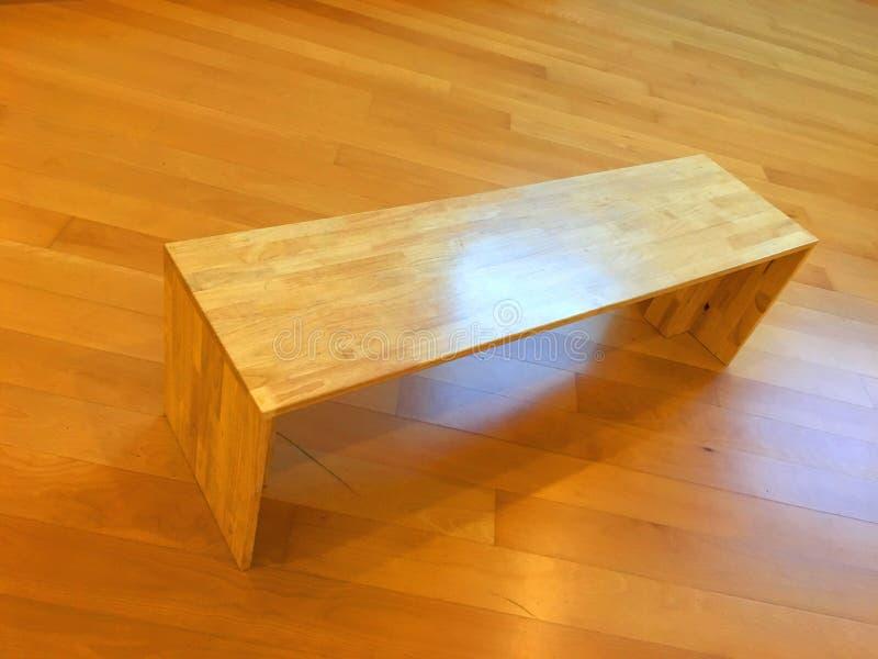 Деревянная мебель художническая, концепция стульев стоковое фото rf