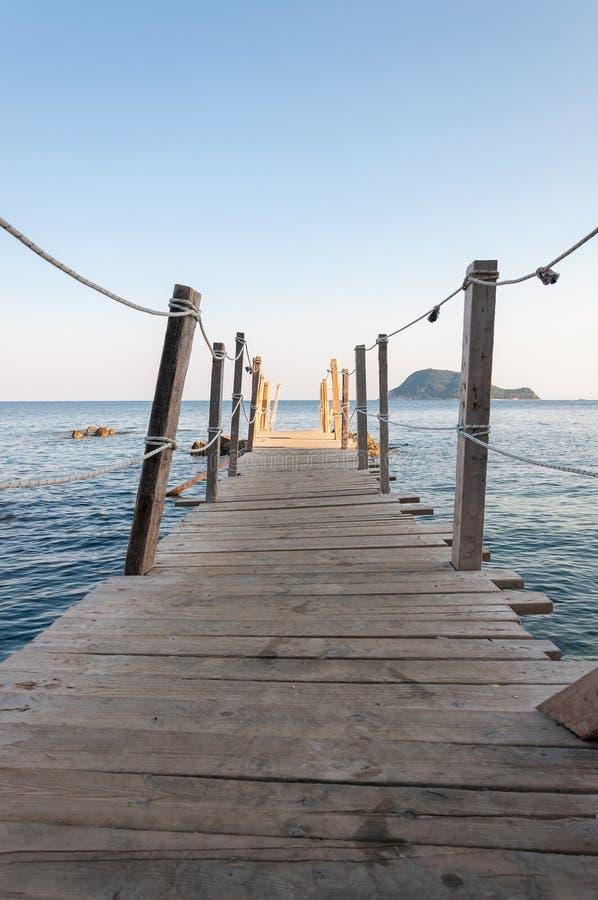 Деревянная мола на острове камеи, Закинфе стоковые изображения rf