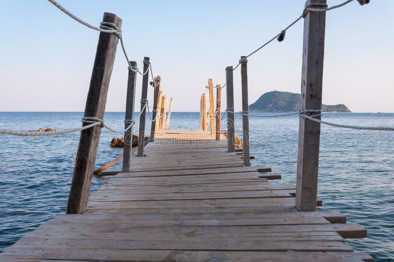 Деревянная мола на острове камеи, Закинфе стоковое изображение