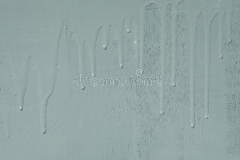 Деревянная настенная живопись светом - краской цвета синего масла с лить картиной текстуры потека стоковое фото rf