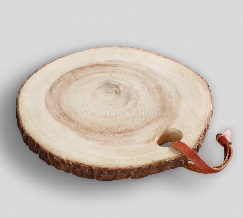 Деревянная плита заряжателя с серой предпосылкой стоковая фотография