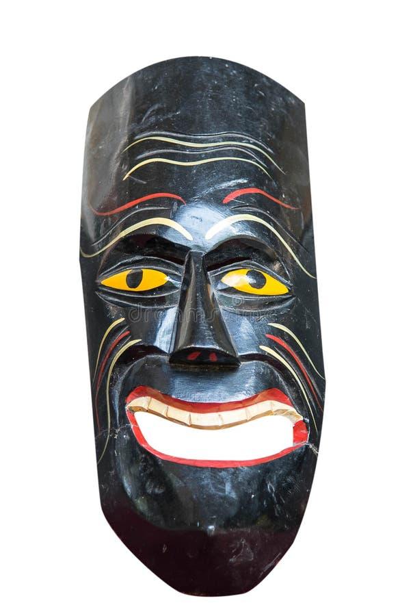 Деревянная покрашенная африканская маска изолированная над белизной стоковые изображения rf