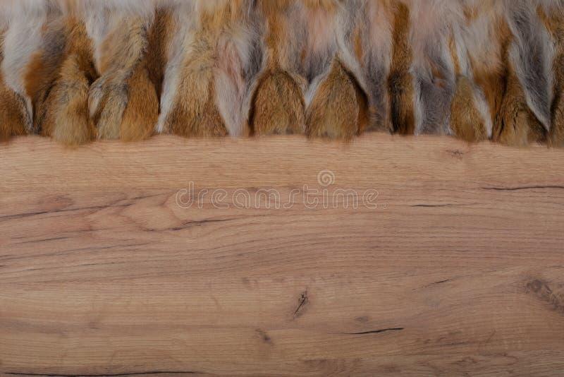 Деревянная предпосылка с краем меха как текстура и предпосылка для составлять стоковые фотографии rf