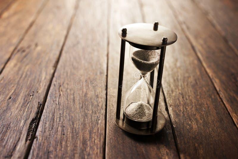 Деревянная предпосылка времени часов стоковые фотографии rf