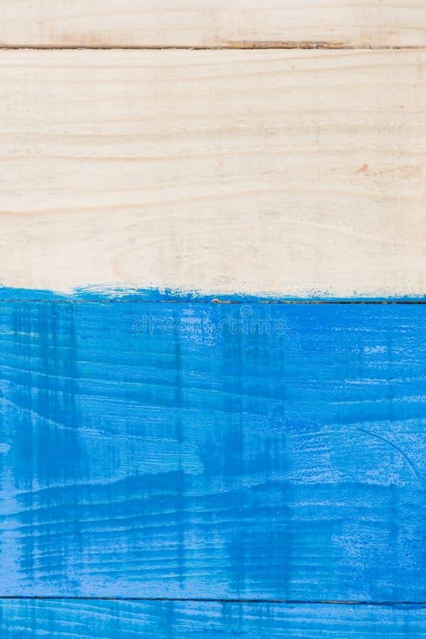 Деревянная предпосылка планок покрашенная с голубым космосом экземпляра стоковая фотография