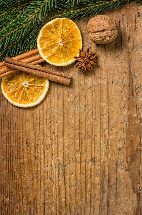 Деревянная предпосылка с украшением рождества стоковые изображения