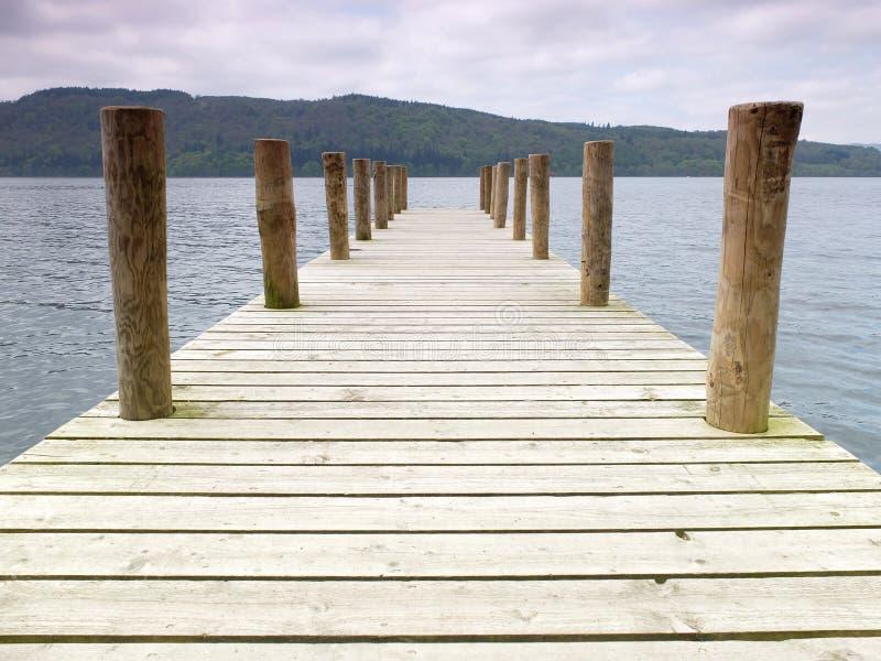 Деревянная пристань озера стоковые изображения