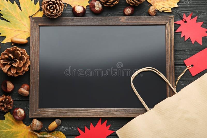 Деревянная рамка с бирками продажи стоковая фотография