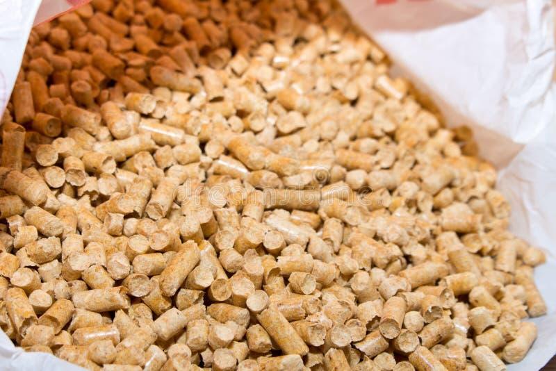Деревянная расслоина лепешек из упаковки Биотоплива Litt кота стоковые фотографии rf