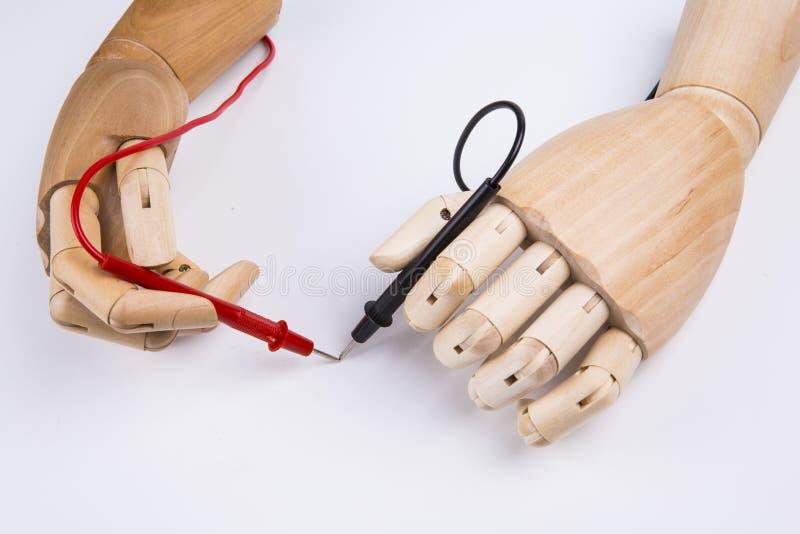 Деревянная рука и электрический вольтамперомметр стоковая фотография rf