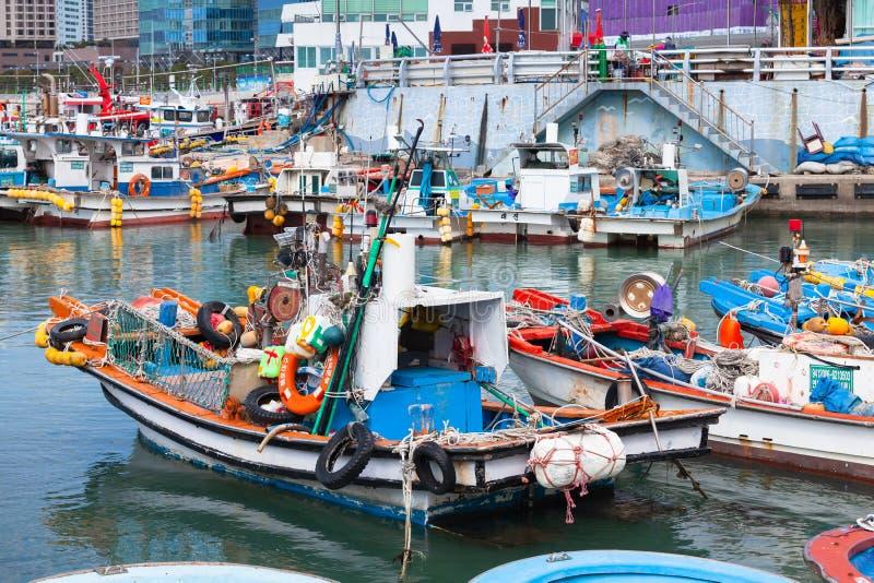 Деревянная рыбацкая лодка, Пусан, Корея стоковые фотографии rf