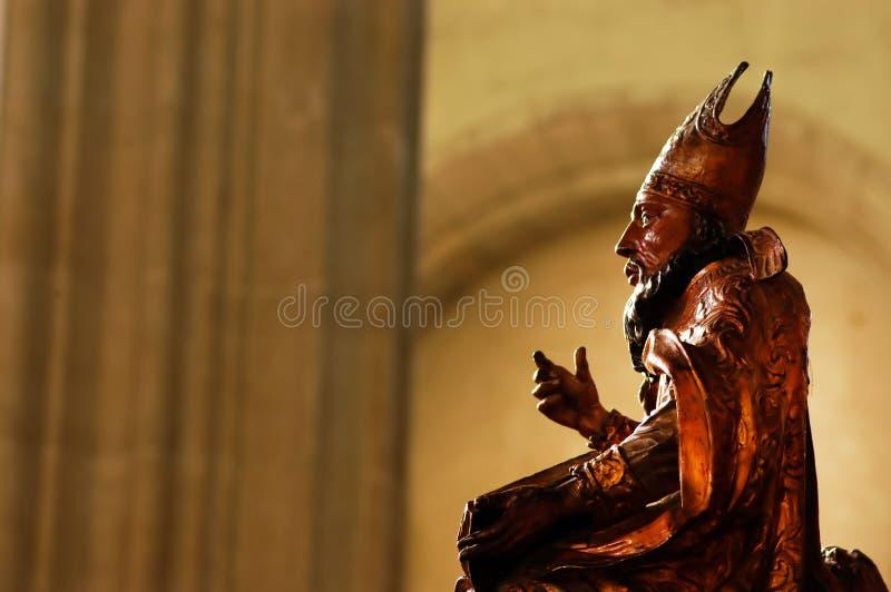 Деревянная статуя в католической церкви стоковое фото rf