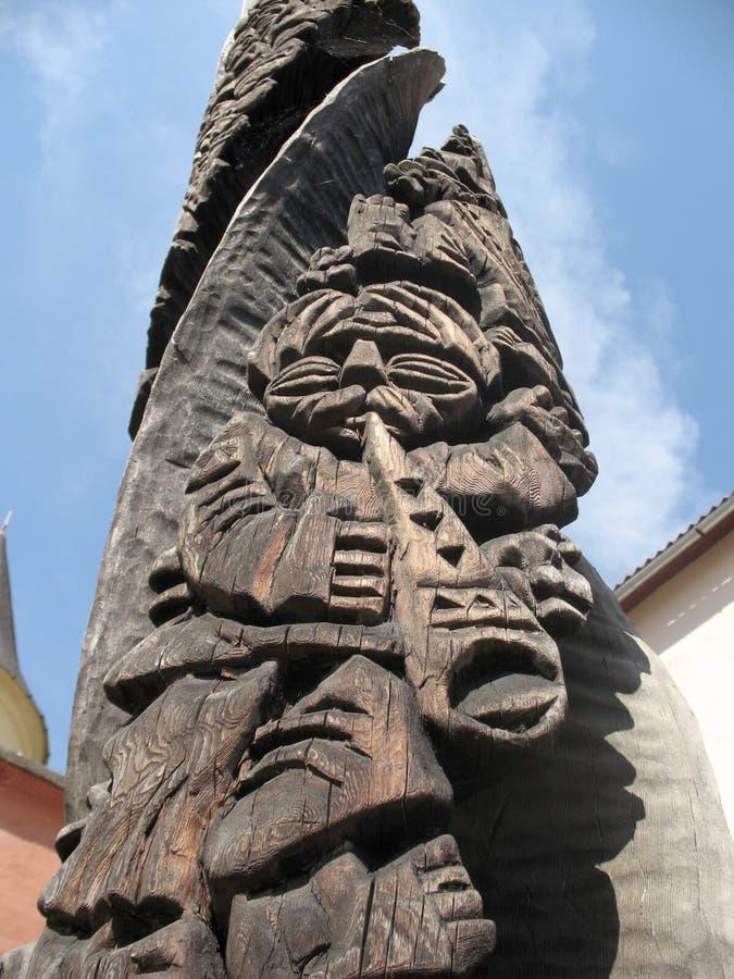 Деревянная статуя стоковые изображения