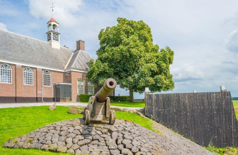 Деревянная стена защищая остров против бывшего моря стоковая фотография rf
