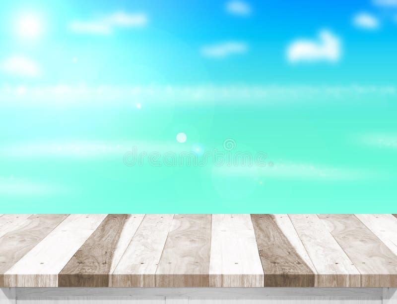 Деревянная столешница с запачканными морем, солнцем и пляжем на предпосылке, Moc стоковая фотография rf