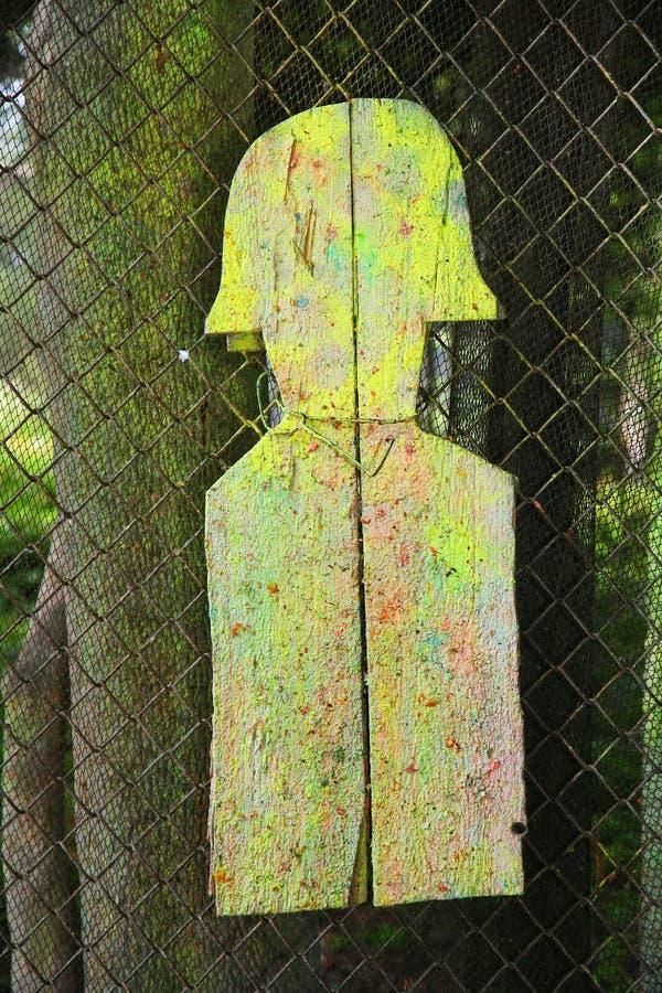 Деревянная стрельба цели подола в зоне земель разоружения для пейнтбола стоковая фотография rf