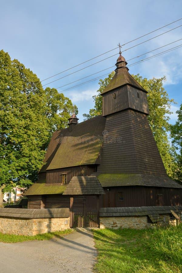 Деревянная церковь Св.а Франциск Св. Франциск Assisi в небольшой деревне Hervartov близко к Bardejov стоковые фотографии rf