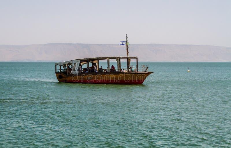 Деревянная шлюпка, море Галилеи в Израиле стоковые фото