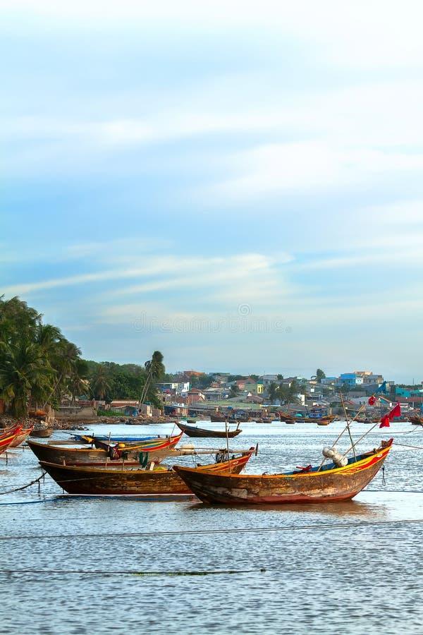 Деревянная шлюпка Вьетнам стоковые изображения