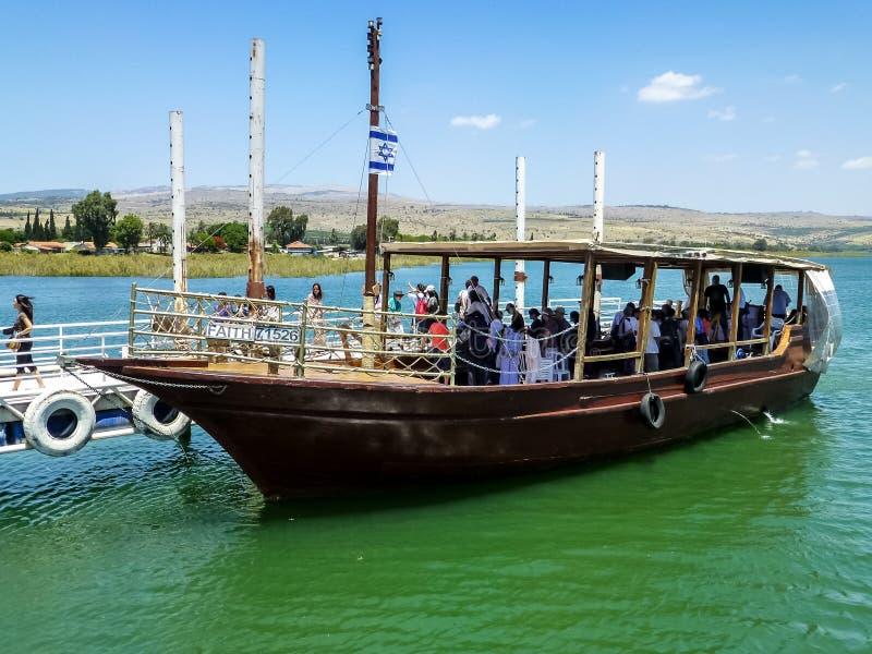 Деревянная шлюпка, море Галилеи в Израиле стоковые изображения rf