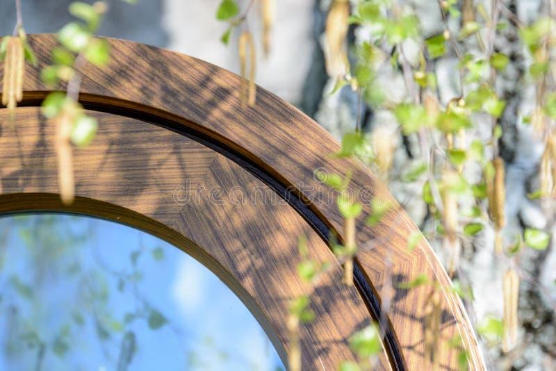 Деревянное алюминиевое составное круглое овальное окно стоковое фото