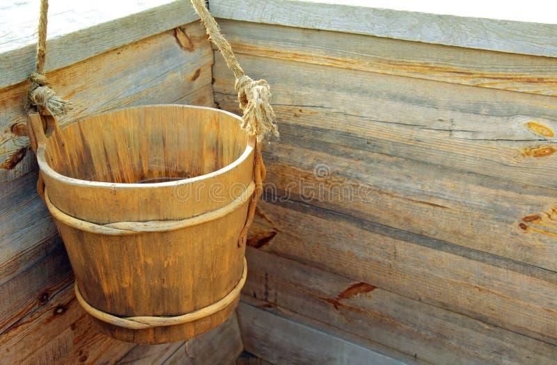Деревянное ведро стоковая фотография