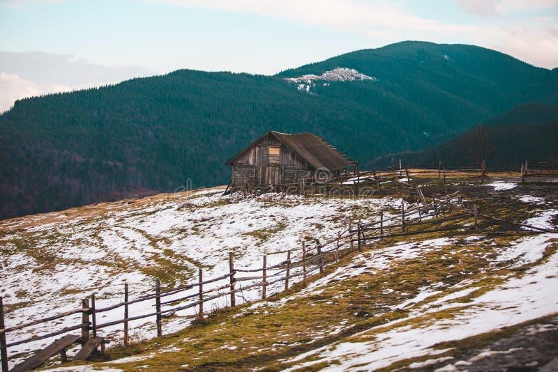 деревянное гор дома старое стоковые фото