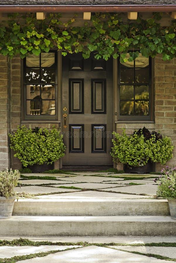 деревянное двери переднее стоковые изображения rf