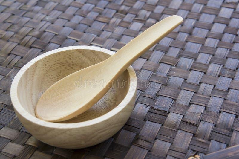 Деревянное деревянное украшение шара вилки ложки комплекта ест концепцию стоковые фотографии rf