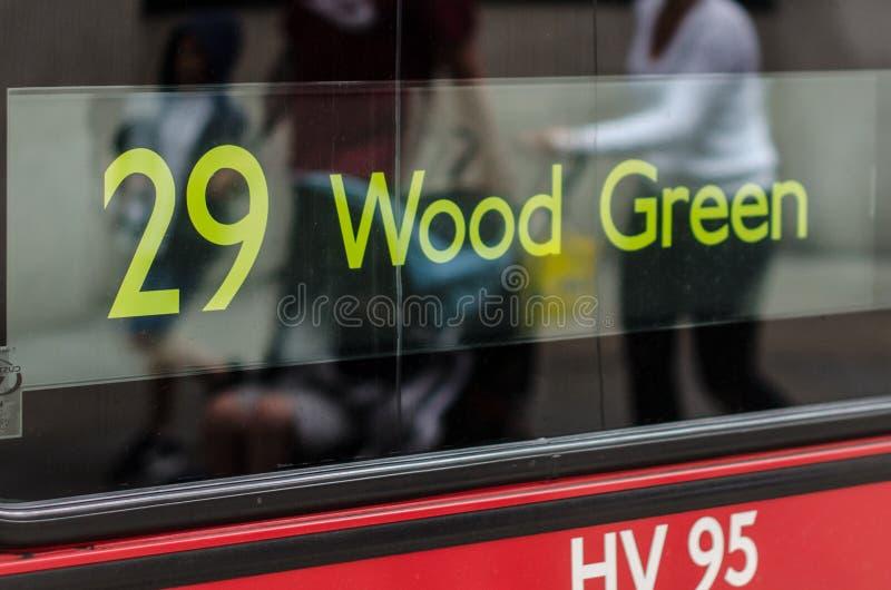 Деревянное зеленое табло автобусного маршрута 29 стоковая фотография rf