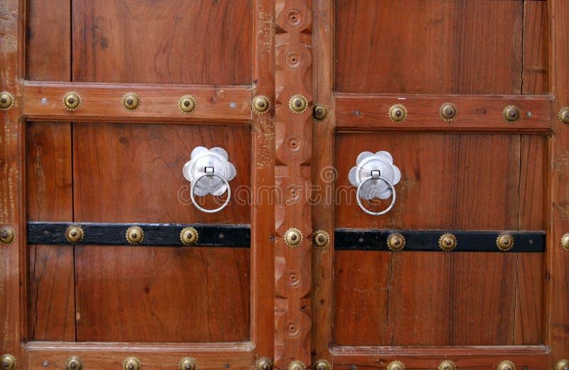 деревянное Индии ручек двери pushkar серебряное стоковое изображение