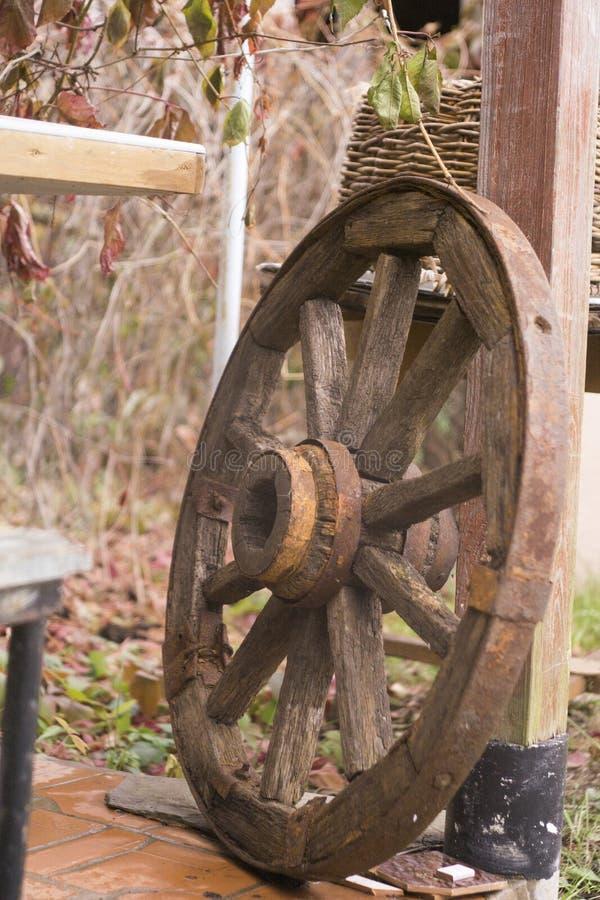 Деревянное колесо стоковая фотография